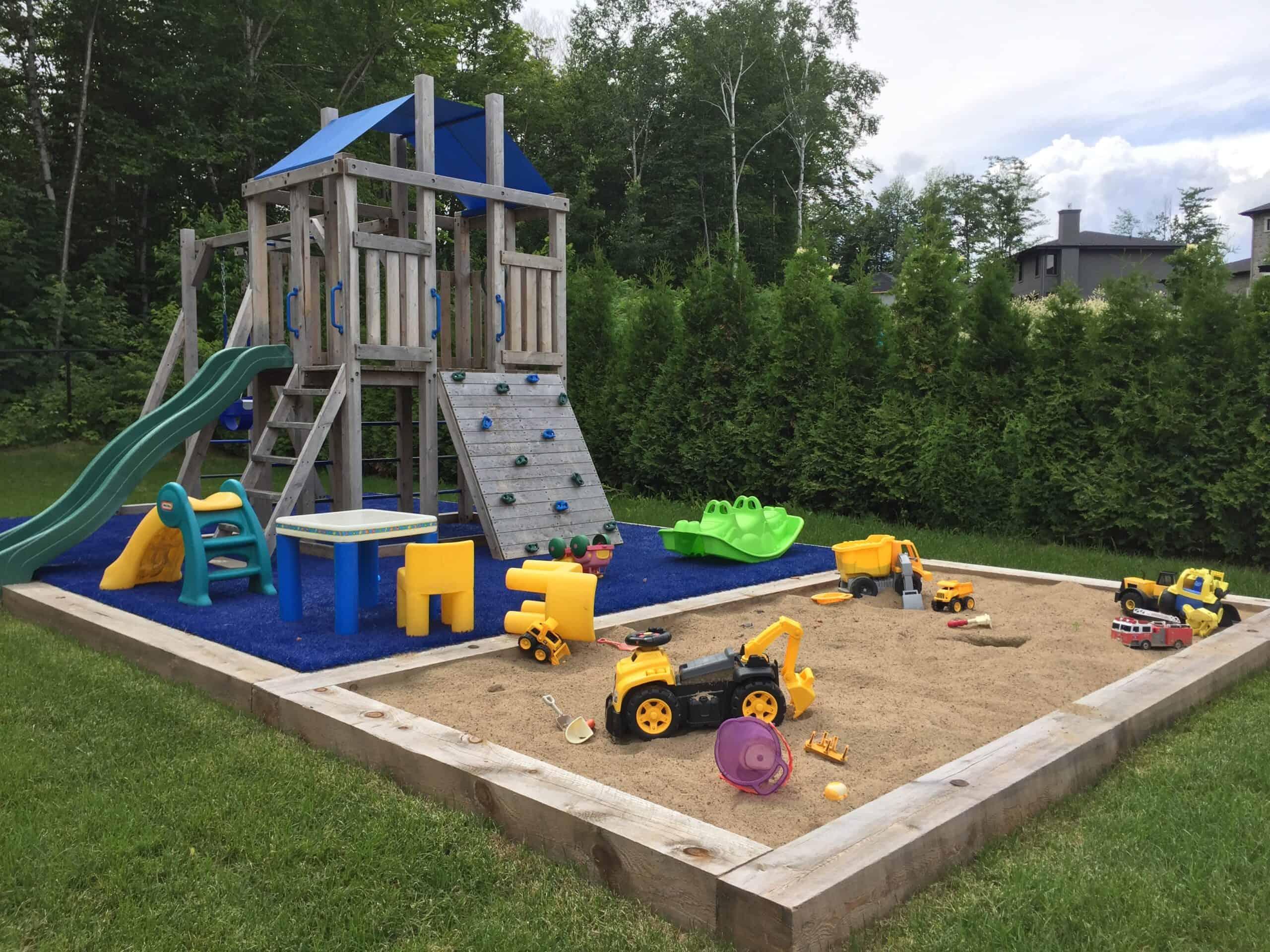 Signé garneau - maître paysagiste - cour extérieure pour les enfants